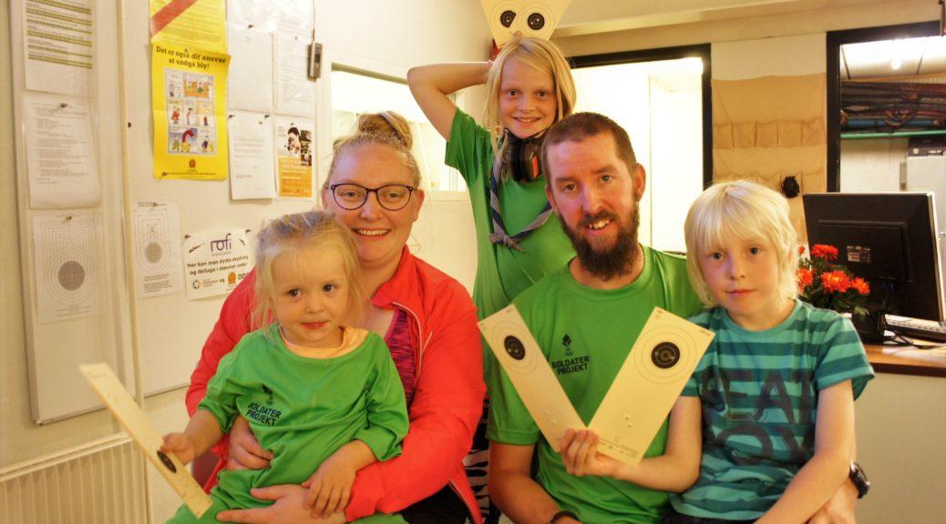 Mikkel og familien på camp med DIF Soldaterprojekt